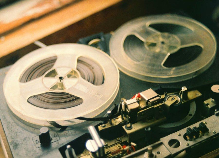ทำไมเพลงที่เราฟังตอนวัยรุ่น ถึงติดหูมาจนถึงปัจจุบัน